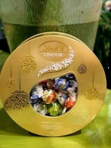 LINDT LARGE TIN DELUXE